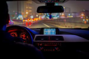 tips mengendarai mobil dini hari