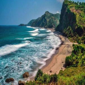 pantai indah di pulau Jawa Tengah