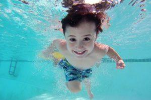 berenang bisa dijadikan terapi penyembuhan asma