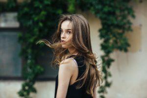 tips membuat rambut berkilau