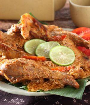 mencicipi makanan pedas di Malang