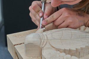 teknik mengukir kayu untuk kusen