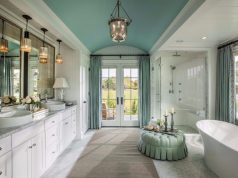 membersihkan item kamar mandi