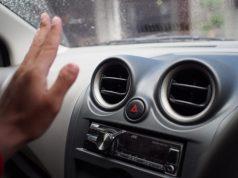 memperbaiki AC mobil
