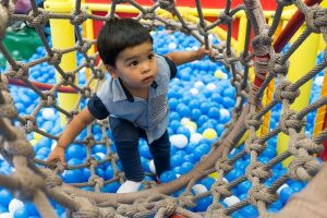alasan mengajarkan anak bergerak bebas