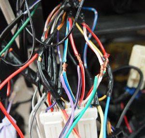 kabel terbuka