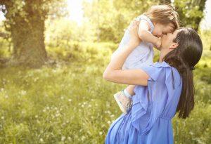 menggendong anak ketika hamil